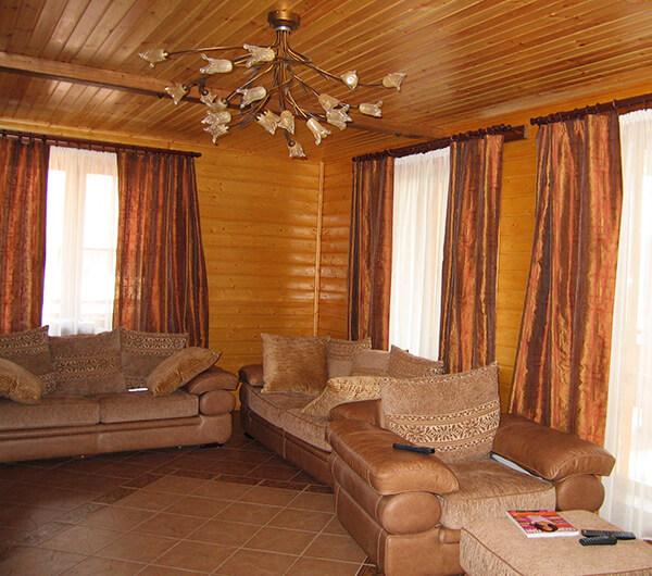 Шторы для деревянного дома
