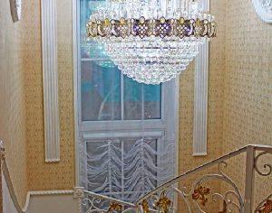 Декор арочных окон тюлем (фото 2). Адрес: Осенняя, 25 к1