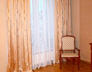 Комплект для спальни - шторы, покрывало, подушки (фото 1). Адрес: Поклонная, 6