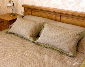 Комплект - шторы, покрывало и подушки (фото 1). Адрес: Сколковское шоссе, 23